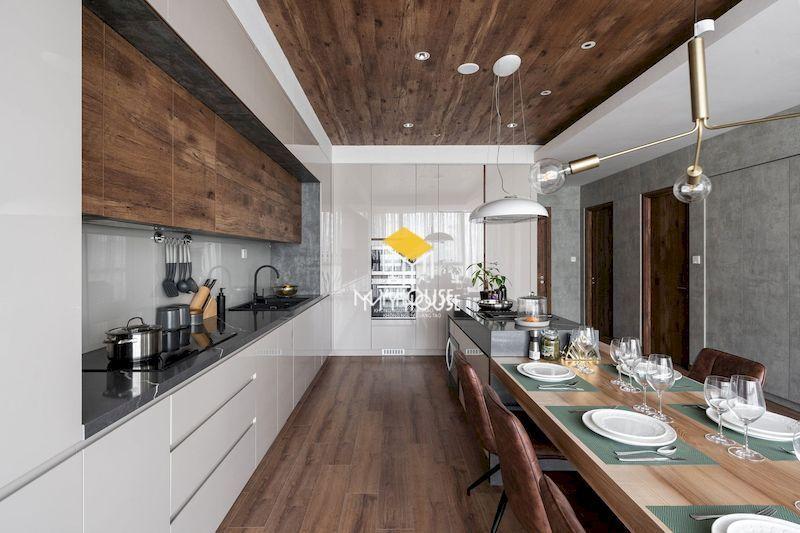 Thiết kế nội thất nhà bếp phong cách hiện đại, cao cấp