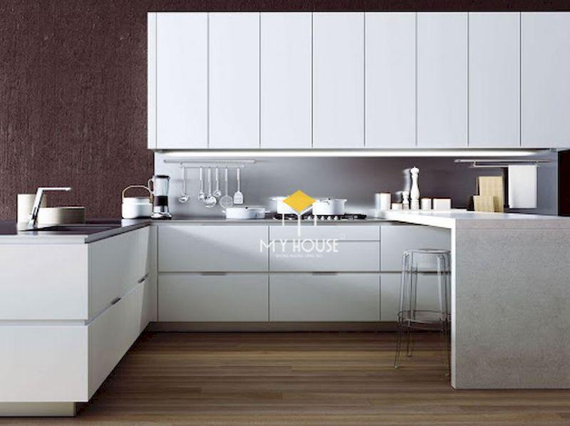 Tủ bếp gỗ công nghiệp phủ laminate màu trắng