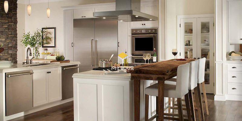 Nội thất phòng bếp tân cổ điển với màu trắng thanh lịch, hơi hướng cổ điển