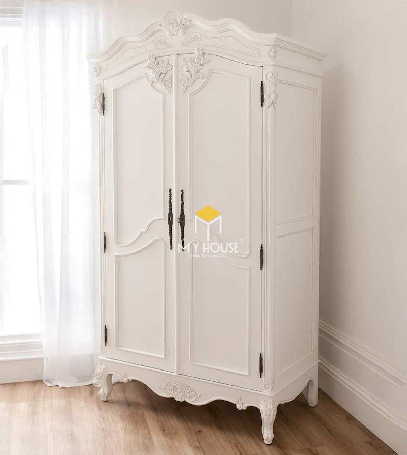 Đường nét hoa văn tinh tế trên tủ quần áo tân cổ điển