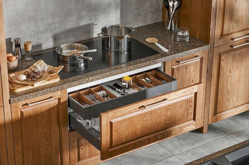 Tủ bếp tân cổ điển gỗ tự nhiên