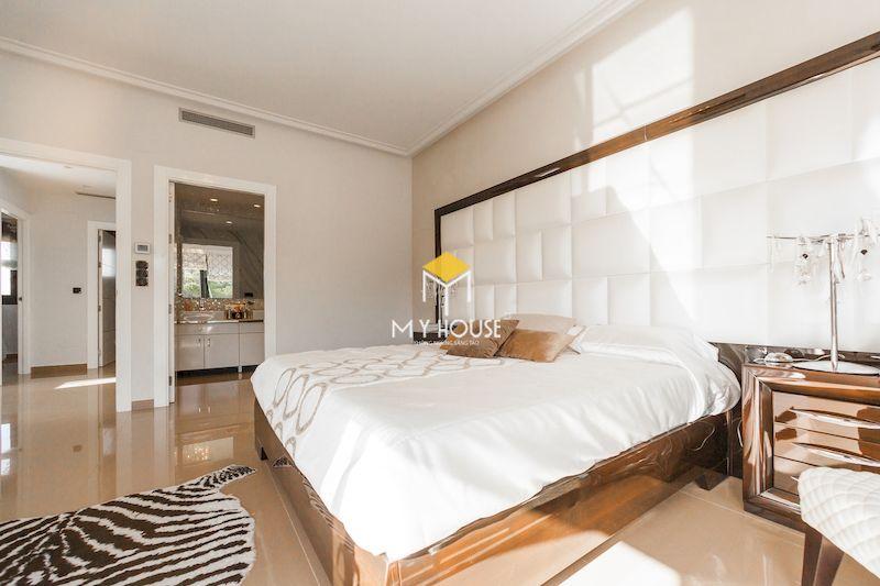 Phòng ngủ màu trắng hiện đại chất liệu gỗ tự nhiên