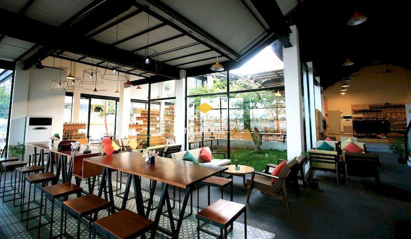 Trang trí quán trà sữa bằng cây xanh