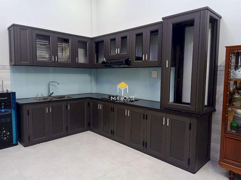 Mẫu tủ bếp dưới đẹp cho bếp chữ L gỗ tự nhiên