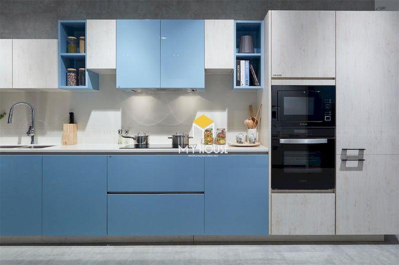 Tủ bếp màu xanh dương đơn giản kết hợp màu trắng