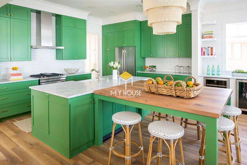 Tủ bếp màu xanh lá khác biệt và mang xu hướng đồng quê