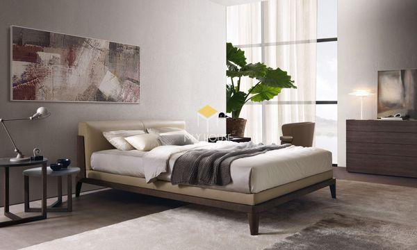 Cách bố trí nội thất phòng ngủ phong cách châu Âu trang trí với thảm, cây xanh, tranh treo tường nghệ thuật
