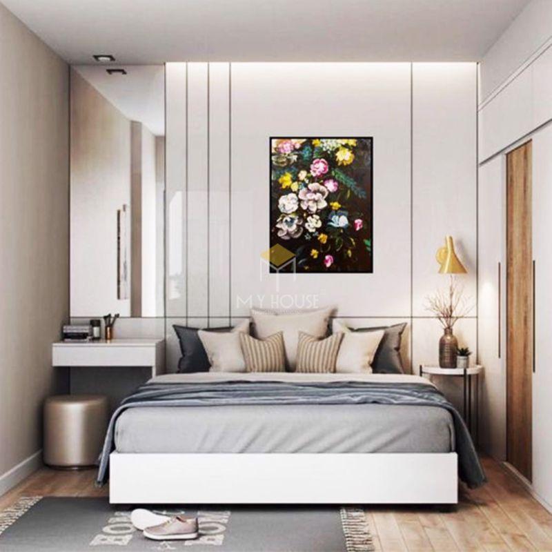 vách đầu giường bằng gỗ công nghiệp phủ acrylic bóng gương, trang trí bằng tranh ảnh