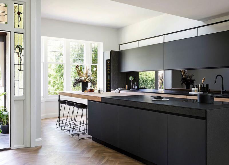 Kích thước kiểu dáng của mẫu phòng bếp có cửa sổ