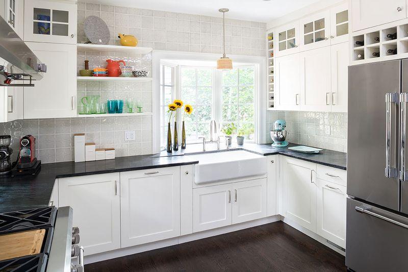 mẫu phòng bếp có cửa sổ - tủ bếp chữ U