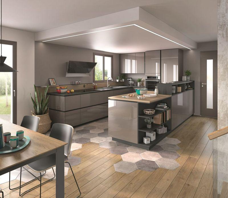 Mẫu phòng bếp có cửa sổ gỗ công nghiệp phủ acrylic