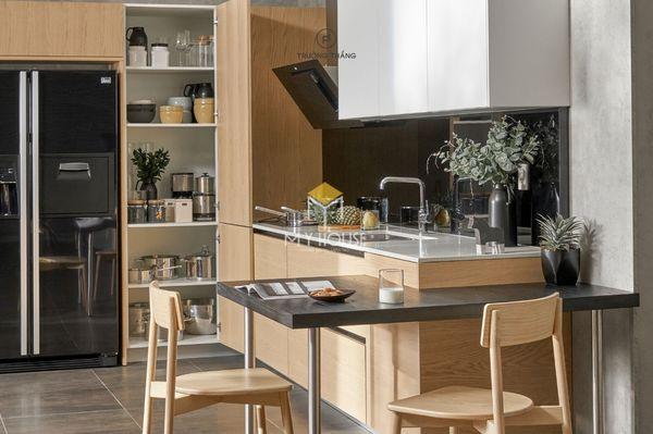 Nội thất nhà bếp thông minh gỗ tự nhiên