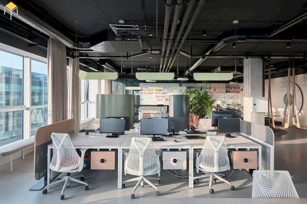 Thiết kế nội thất phòng làm việc với phong cách hiện đại, tối giản