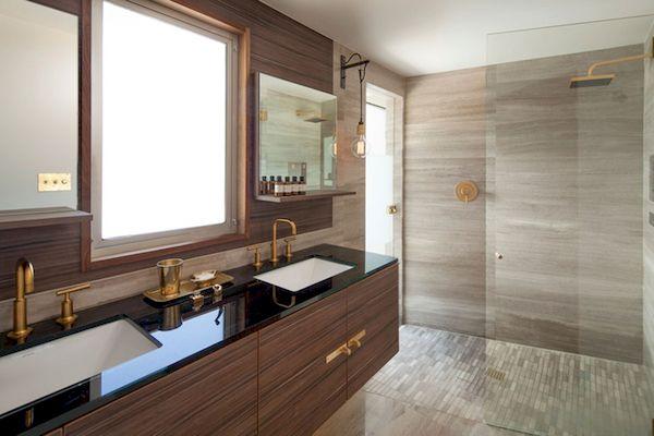 Thiết kế phòng tắm màu gỗ óc chó cho khách sạn sang trọng