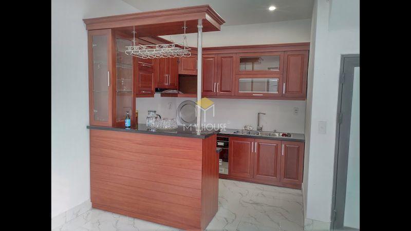 Tủ bếp có quầy bar gỗ tự nhiên đơn giản