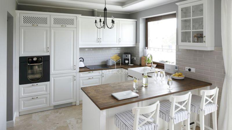 Tủ bếp tân cổ điển gỗ công nghiệp có thiết kế tối ưu công năng sử dụng
