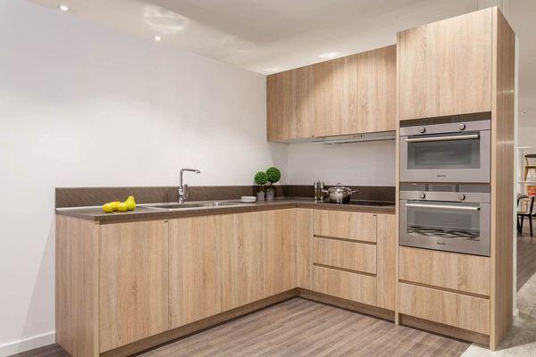 Phòng bếp chữ L gỗ công nghiệp phủ melamine gỗ óc chó