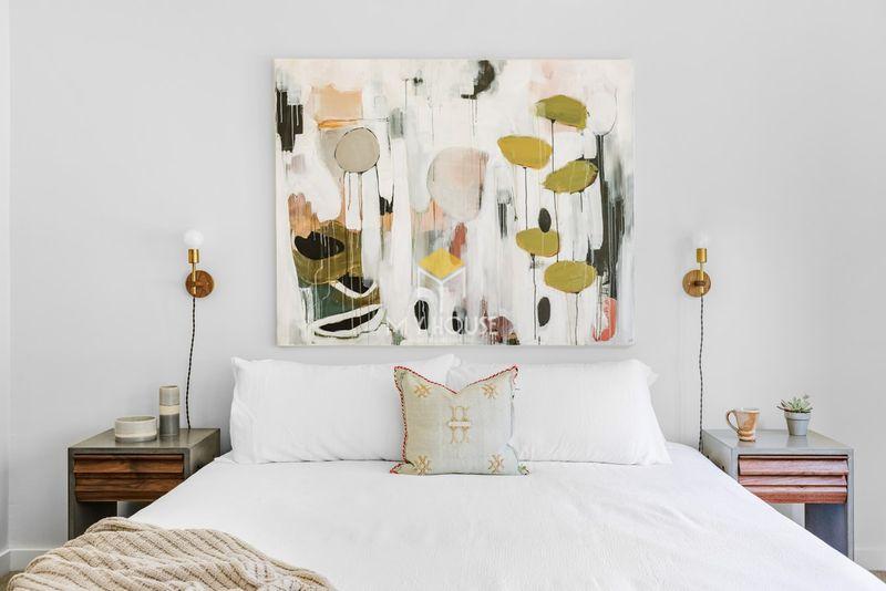 Đồ decor phòng ngủ bằng tranh treo nghệ thuật