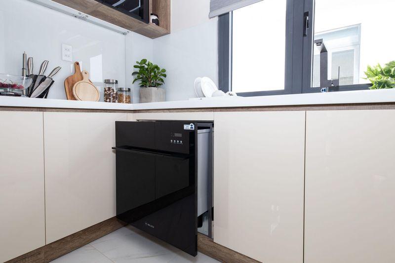 Mẫu tủ bếp có máy rửa bát 04