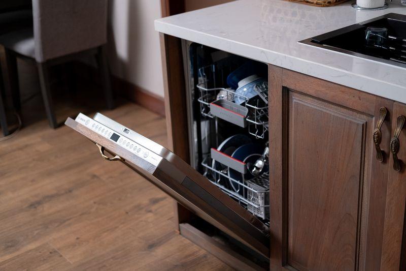 Mẫu tủ bếp có máy rửa bát 09