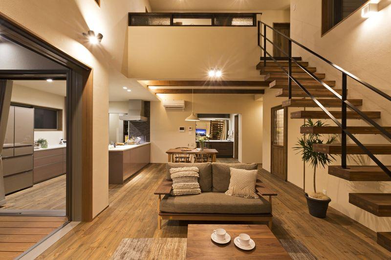 Thiết kế nội thất phòng khách nhà mái thái có gác lửng - mẫu 08