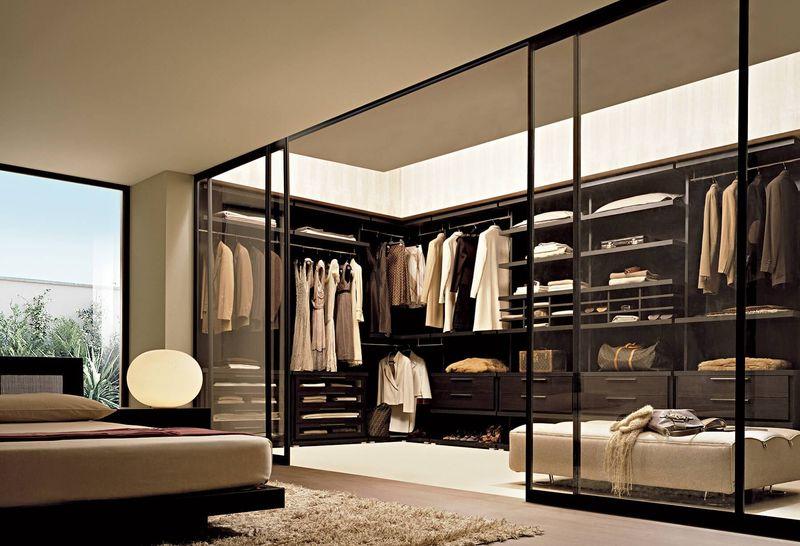 Phòng ngủ ngăn cách phòng thay đồ bằng vách kính