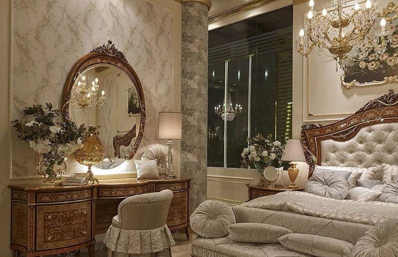 Phòng ngủ hoàng gia với họa tiết tinh xảo, màu sắc sang trọng
