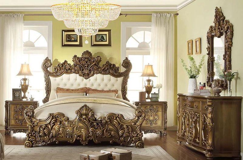 Phòng ngủ hoàng gia phong cách cổ điển với hoa văn cầu kỳ