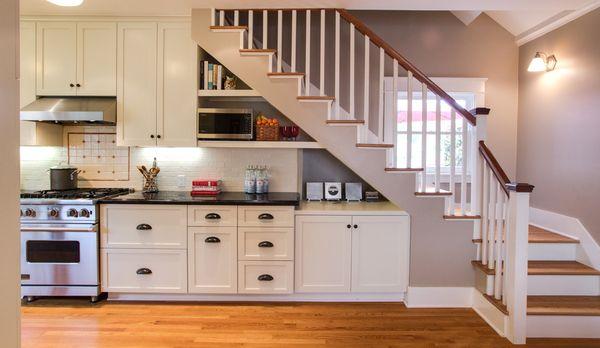 Thiết kế bếp dưới gầm cầu thang tiết kiệm diện tích