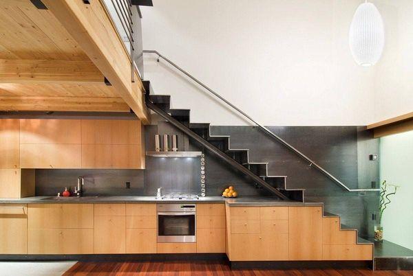 Thiết kế bếp gần cầu thang 3