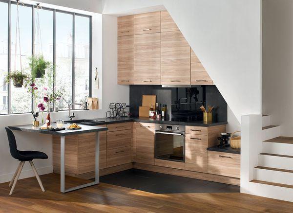 Vì sao nên thiết kế bếp gần cầu thang?