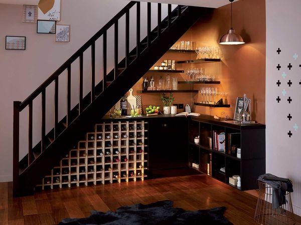 Thiết kế bếp gần cầu thang - màu sắc phòng bếp