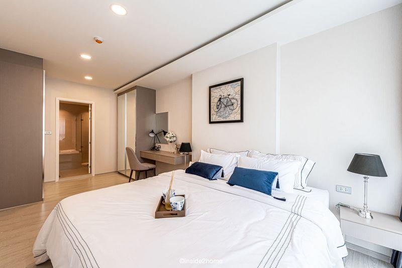 Phòng ngủ thiết kế đơn giản, hiện đại có toilet riêng