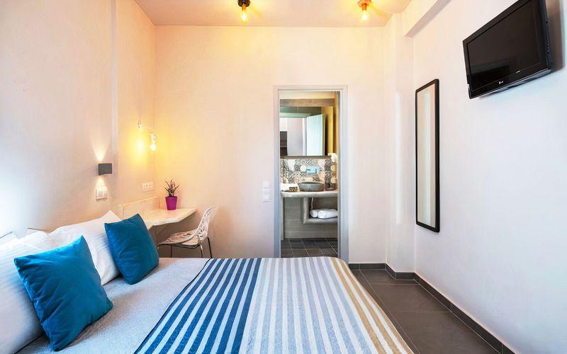 Phòng ngủ nhỏ thiết kế có phòng vệ sinh riêng