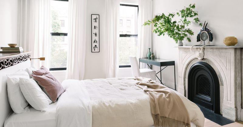 Thiết kế phòng ngủ nhỏ 6m2 với cửa sổ hoặc cửa kính lớn