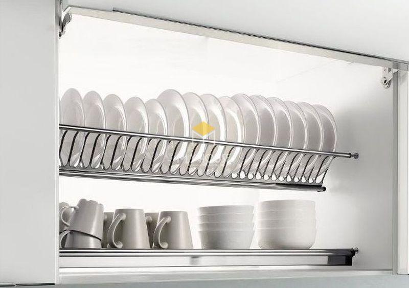 Thiết kế tủ bếp thông minh với phụ kiện giá để chén đĩa đơn giản