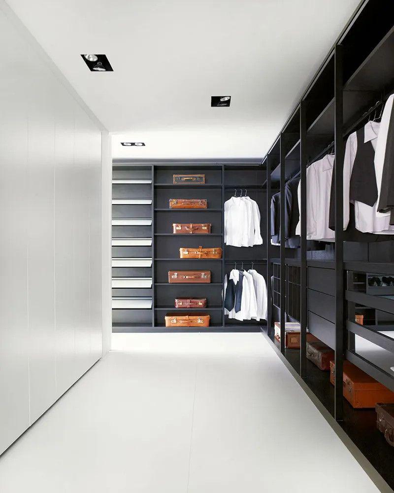 Phòng thau đồ với tủ quần áo gỗ công nghiệp