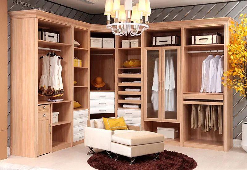 Tủ quần áo gỗ tự nhiên sồi, óc chó, xoan,... có tuổi thọ cao, độ bên cao và có giá thành thẩm mĩ cao cấp