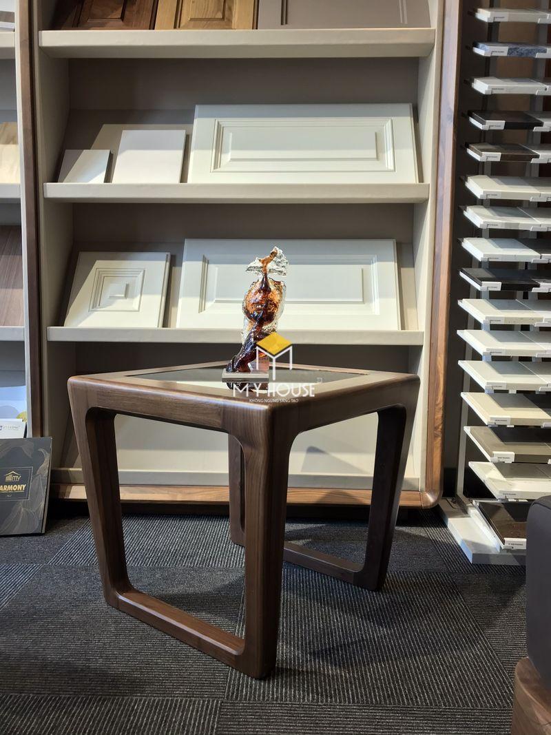 Công ty sản xuất nội thất - Đôn gỗ óc chó mặt kính