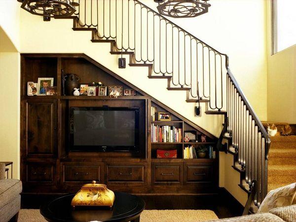 Mẫu trang trí kệ tivi gầm cầu thang đẹp 21